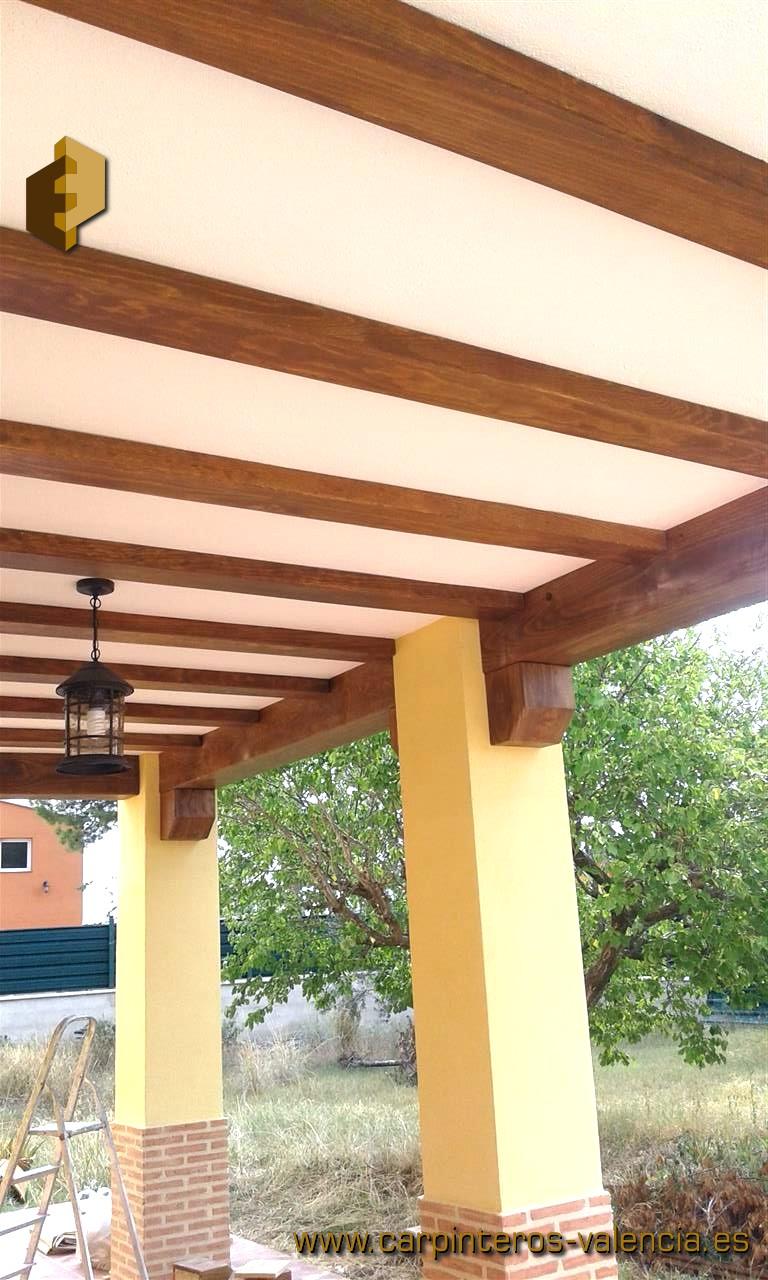 Falsas vigas de madera best vigas madera exteriorjpg with for Vigas de madera decorativas