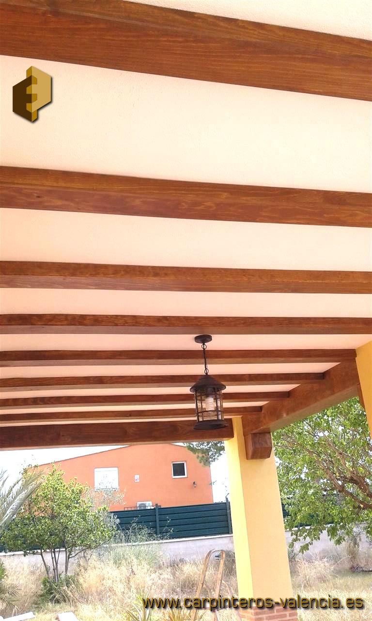 Falsas vigas de madera perfect vigas de madera reformas for Vigas decorativas huecas