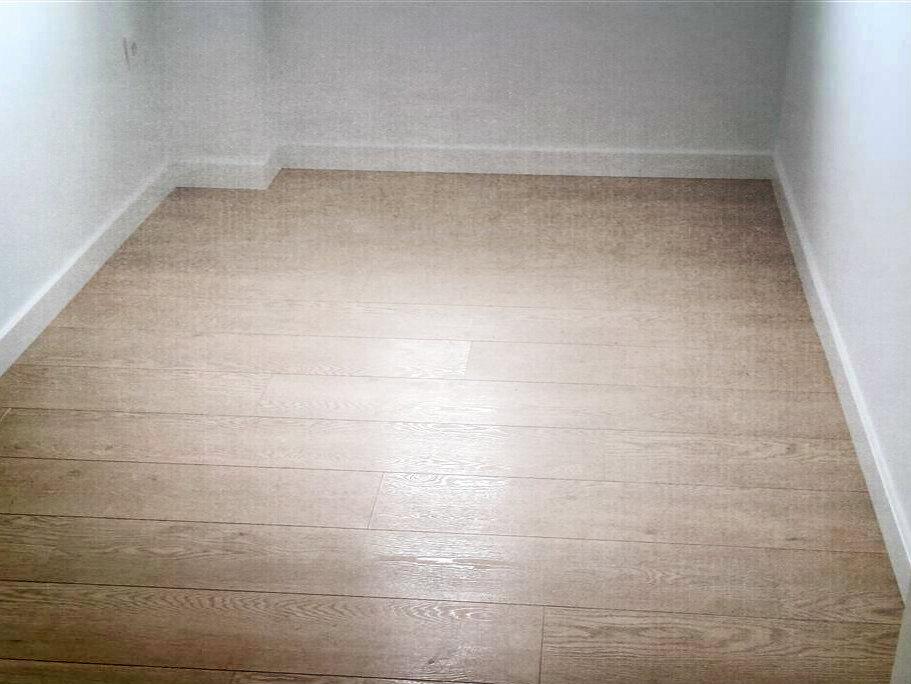 Parquets suelos laminados y de madera en valencia al for Suelos laminados precios