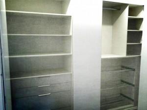 Interiores de armario con cajoneras, estantes, herrajes de almacenamiento,...