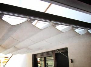 Cobertura en terraza de ático hecha con elementos de madera