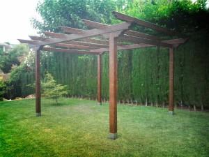 Cubierta para exterior realizada con elementos de madera